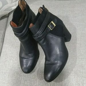 Louise  Et Cio   ankle boots size 9.5
